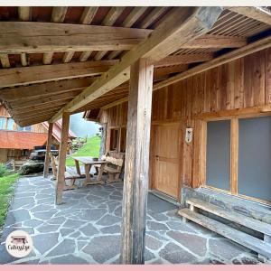Dolomiti Village: ingresso della casetta